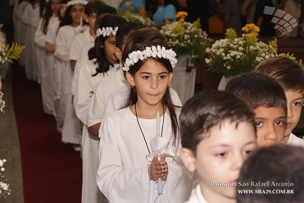 Primeira Eucaristia de 150 crianças